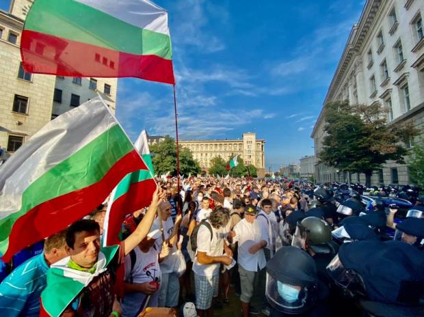 """Ден 71: Днешните демонстрации отново се провеждат под знака на подготовката за третата част на """"Великото народно въстание"""""""