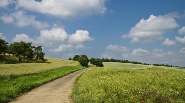 Днес ще е предимно слънчево с временни увеличения на облачността.