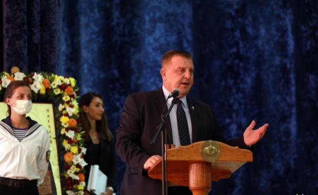 Министърът на отбраната Красимир Каракачанов заяви във Варна, че до