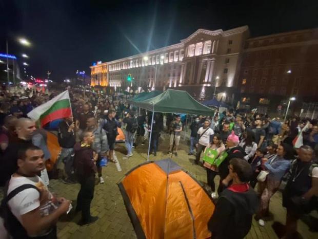 Поредна 74-та вечер на протести!В центъра на София - в