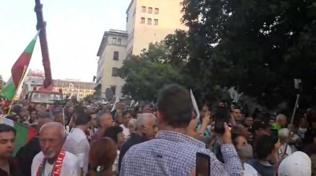 76-та вечер на протест в София. Инициативата е под надслов
