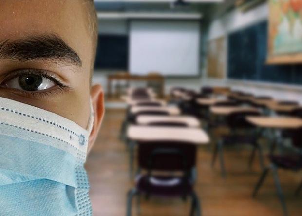 Протест срещу задължителното носене на маски в училищата се проведе