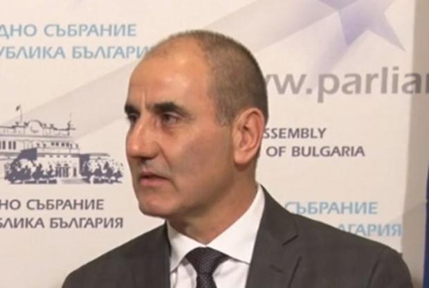 """Бившият вътрешен министър Цветан Цветанов официално учреди партията си """"Републиканци"""