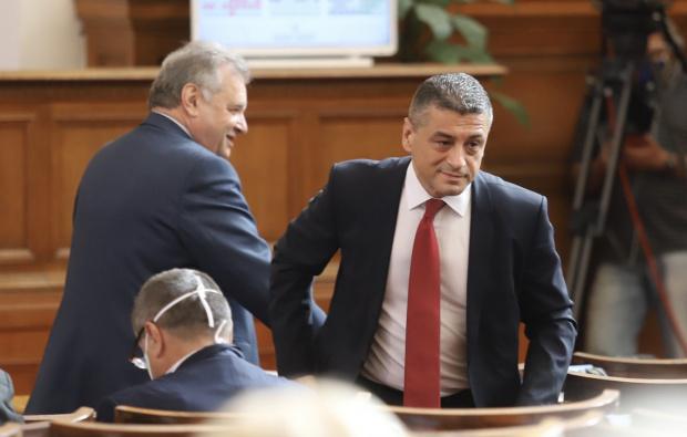Шестима депутати-отцепници напускат парламентарната група на БСП