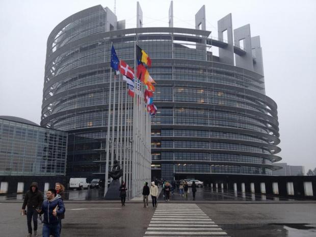 Евродепутатите отхвърлиха поправките за президента в резолюцията за България