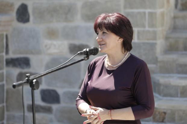 Депутатите гласуват искането за оставка на Цвета Караянчева