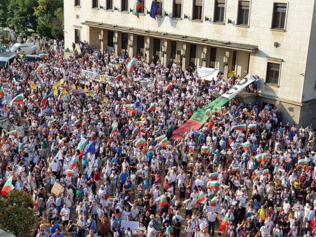 Как премина 100 ден на протести срещу правителството и главния прокурор?