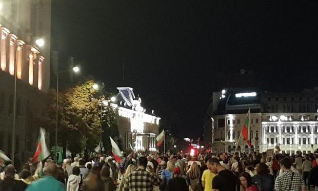 Спокойна 101-ва вечер на протести в София