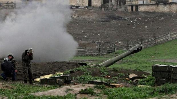 Арменци и азери взаимно се обвиняват в нови нарушения на примирието