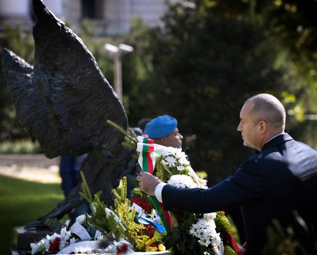 Тържествено отбелязване на Деня на военния парашутист от Българската армия