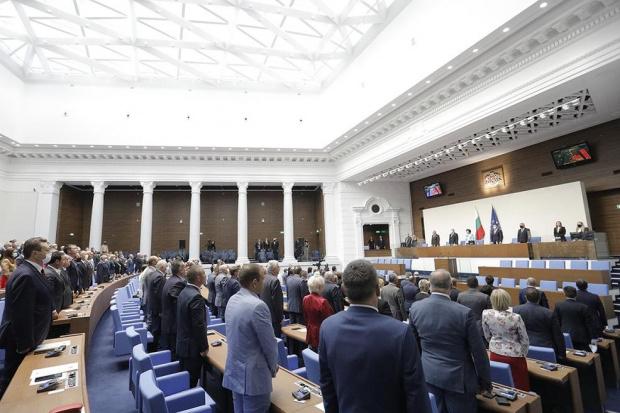 2/3 от българите не виждат край на пандемията, три четвърти не одобряват какво прави парламентът