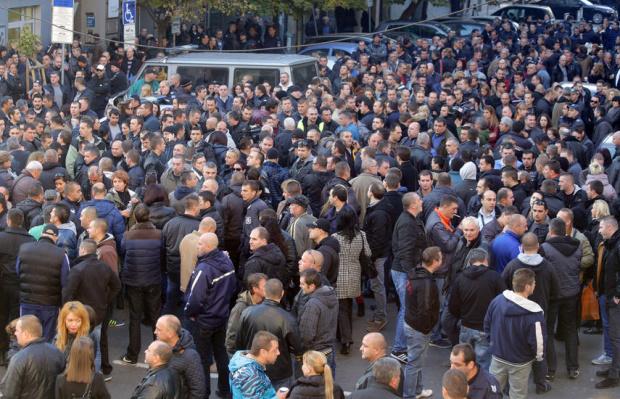 Полицаите излязоха на протест в различни градове на страната. От