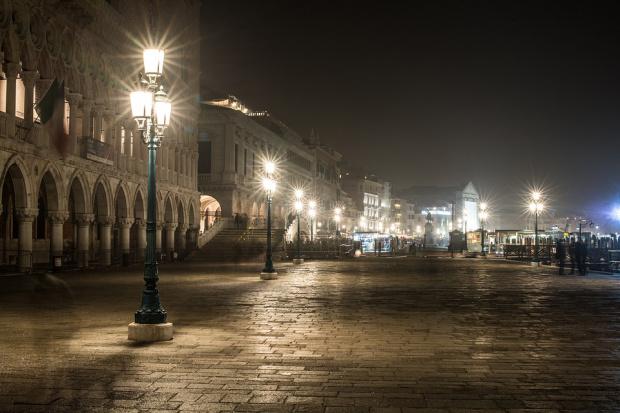 Гърция, Франция и части от Италия с вечерен час заради коронавируса