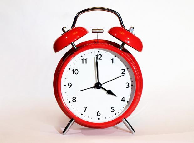 Връщаме часовниците тази нощ