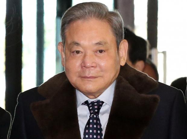 Президентът на южнокорейската компанияSamsung И Кун Хи почина, съобщават световните