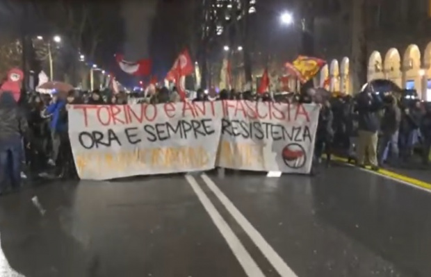 Сблъсъци между протестиращи срещу маските и полицията в Торино