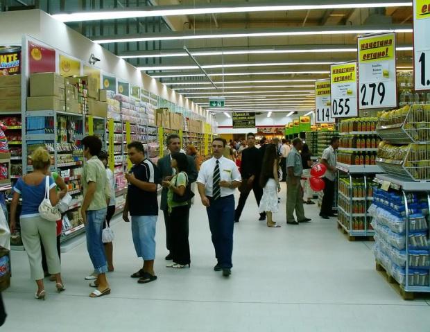 Брюксел иска магазините в България да не дават предимство на местните стоки