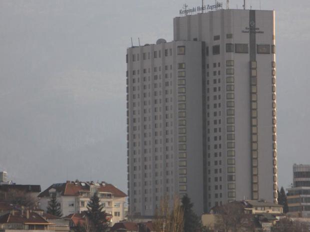 """Бутат нелегалната постройка на хотел """"Маринела"""""""