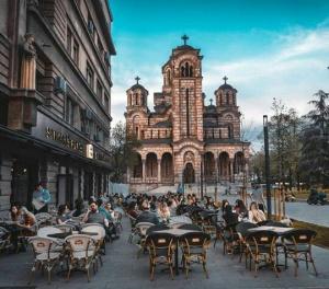 Сърбия с драконовски мерки - МОЛ-ове и кръчми ще затварят в 18:00 часа