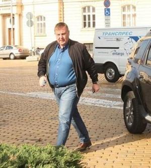 Каракачанов: Историята ни е писана от политици, които не са сваляли гащи и не са клякали
