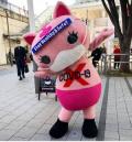Япония има очарователен нов талисман на котка срещу коронавирус, който раздава безплатни маски в Токио