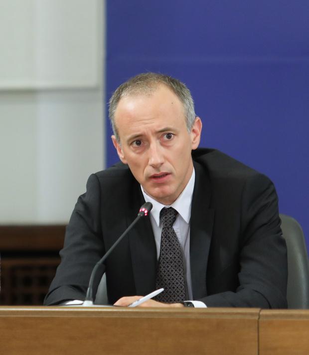 Вълчев:Учителските заплати ще са от 125-130% от средната заплата за страната, няма да затваряме още училища