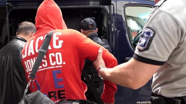 Арест за двама тийнейджъри, били жестоко трети заради скъпо колело