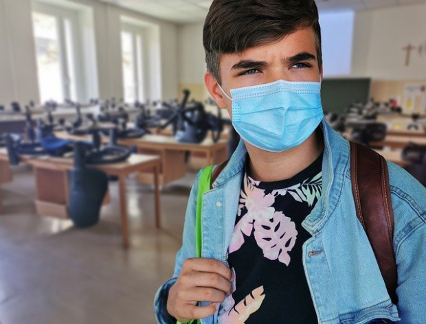 Образование по време на пандемия: Решават дали маските в час да станат задължителни