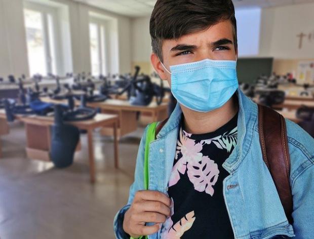 Образование по време на пандемия: Маските стават задължителни в класните стаи