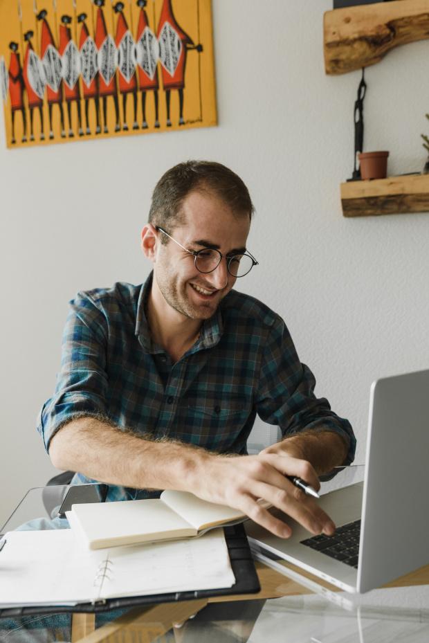 Как да бъдете по-щастливи, докато работите от вкъщи