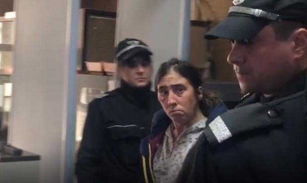 18 години затвор за Елеонора, която закла баща си след пиянски запой