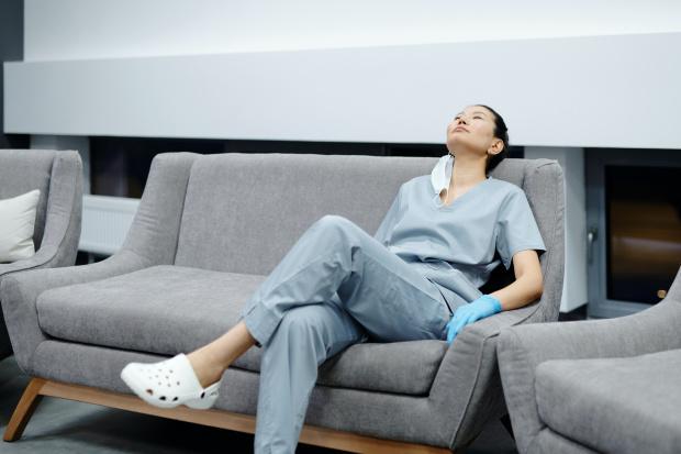 Медсестра в КОВИД - отделение показа колко пари взима: Това не ни демотивира...обижда ни...и ни горчи (СНИМКА)