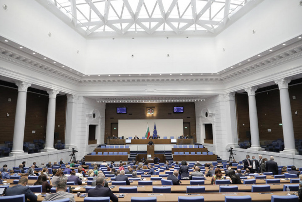 Парламентът прие на първо четене освобождаването на COVID-ваксините от ДДС