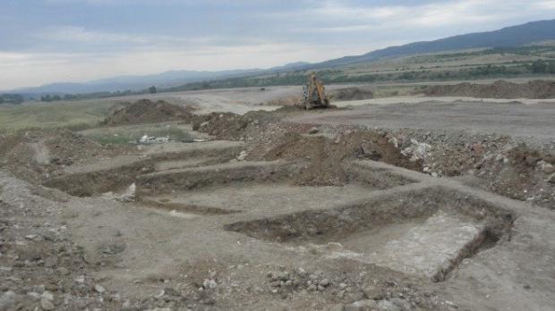 Римска пещ на 15 века изскочи при археологически разкопки край река Дунав