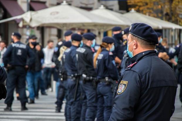 Заловиха полицай с тлъст подкуп