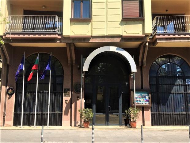 Поддържането на добросъседски отношения и спазването на Договора с България