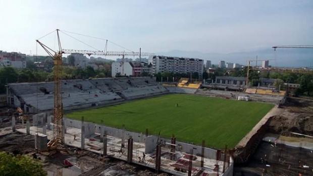 """Зеещата рана на Пловдив може да заздравее, подписаха договор за дострояването на стадион """"Хр. Ботев"""""""