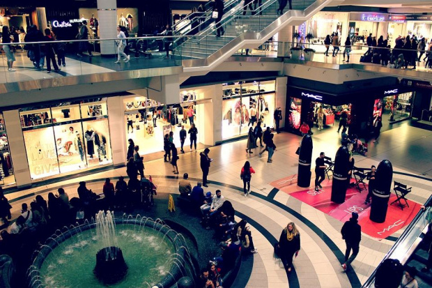 Коледното пазаруване е неизбежно и колкото повече магазини бъдат отворени,