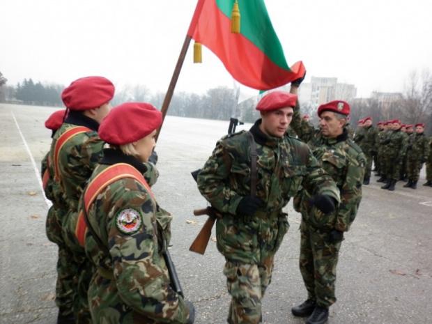 Всеки български гражданин до 40 г. по негово желание и