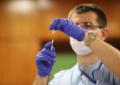 Отлагат втората доза от ваксината в Израел - 13 получили пареза на лицето