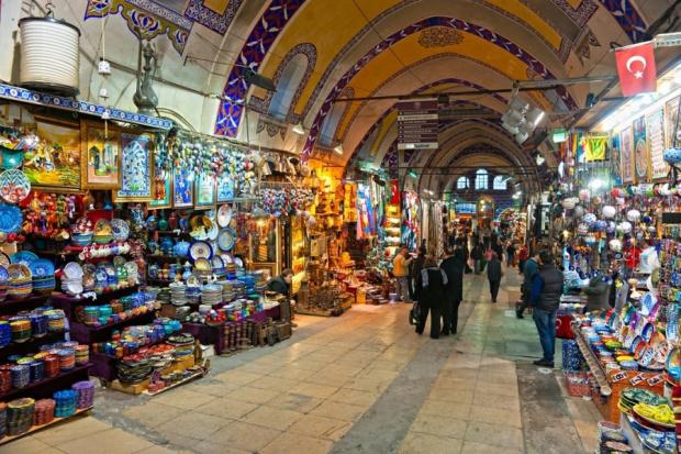 Безконечниопашки от автомобили на българи, желаещи да пазаруват в Турция,
