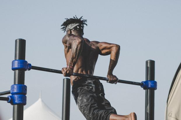 Какви са ползите от упражненията с гребен тренажор и лост за набиране?