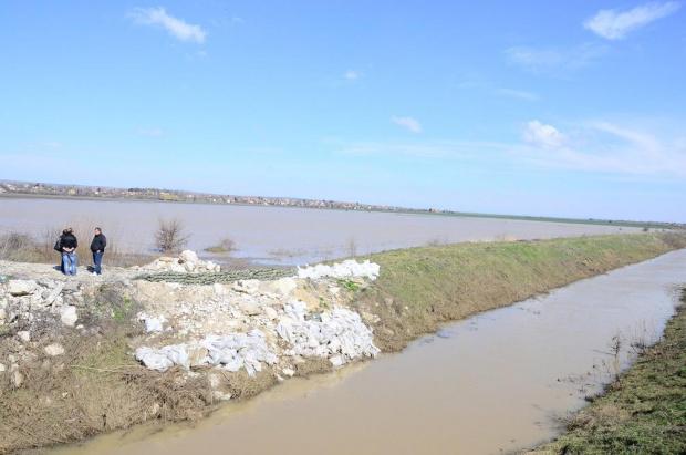 Продължава борбата с последиците от наводненията в Югозападна България