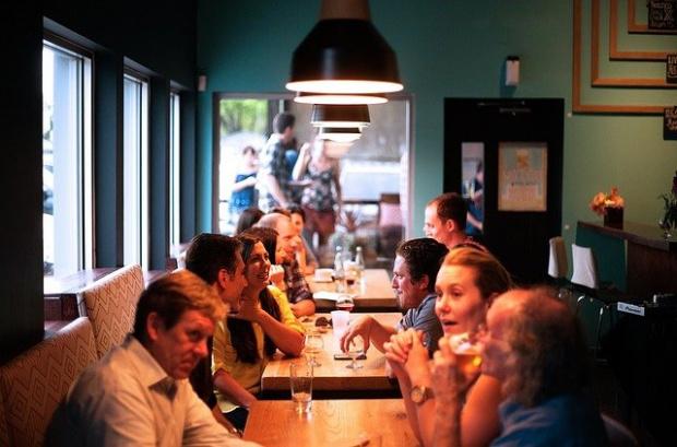 Над 55 души са участвали в празненство в ресторант в