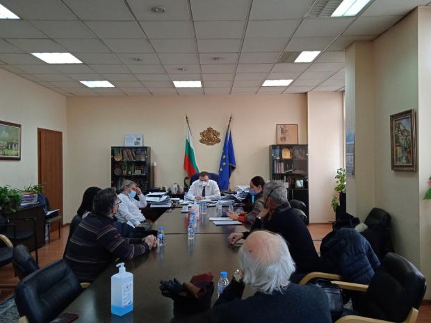 Министър Ангелов: Парадокс е, че аз воювам с вас за вашето здраве