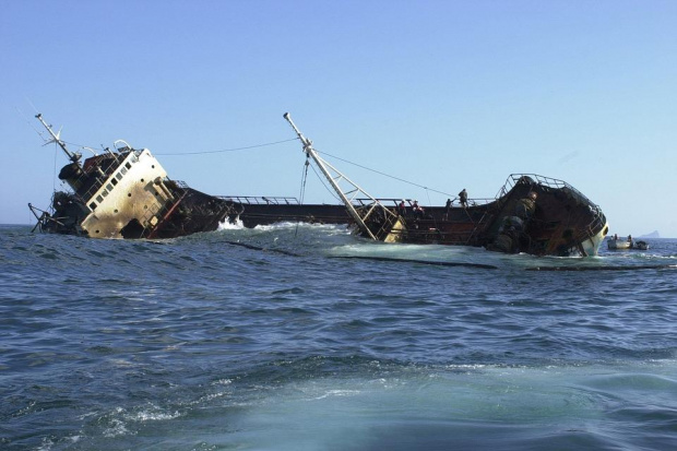 Пътуващ към Бургас товарен кораб на украинска компания потъна край