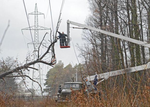 Замръзнал и скъсал се кабел остави без ток 3 села около Бяла