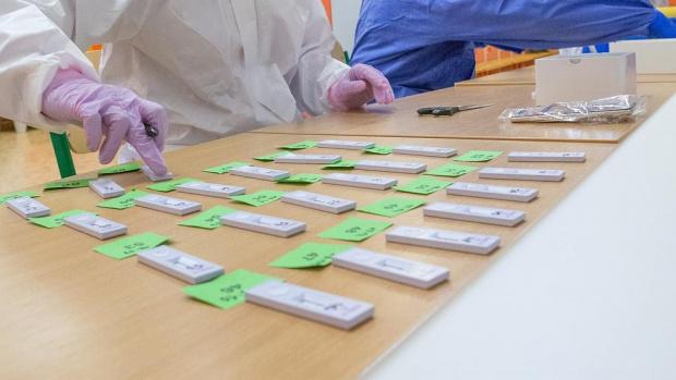 В Пловдив започна масовото тестване на учителите с бързи антигенни