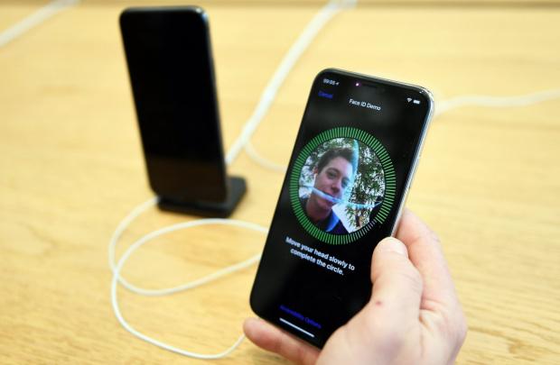 Уникална нова технология на Apple разпознава лицето и с маска