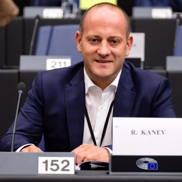 Евродепутатът от Демократична България Радан Кънев нападна министър-председателя Бойко Борисов